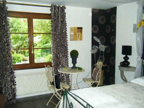 Saone-et-Loire, Francia: Chambre avec vue sur jardin et étang