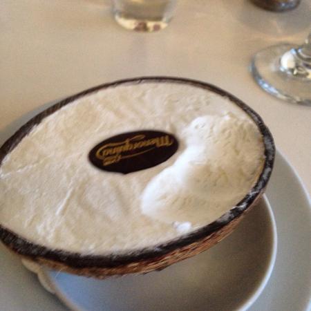 Signor Valentino Mermaid Quay : Delicious coconut ice cream x
