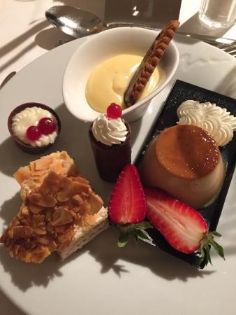 Protur Biomar Gran Hotel & Spa: Piatto di dolci a buffet