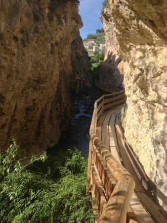 Castril De La Pena, Ισπανία: Pasarela junto al río Castril