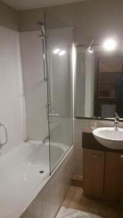 The Godley Hotel: Bathroom
