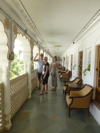 Pushkar Palace: veranda outside the rooms