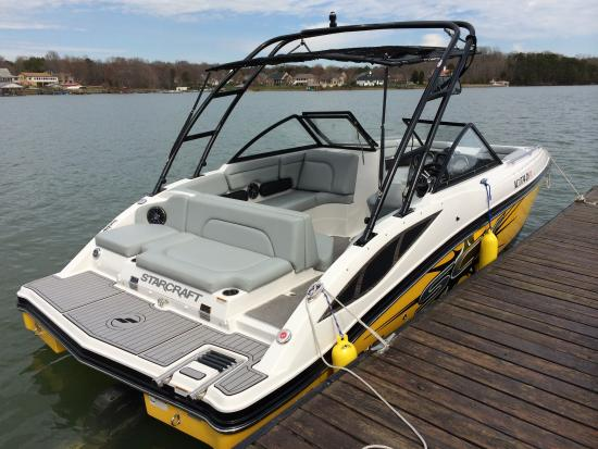 Sherrills Ford, NC: Wakeboard boat at Aquaventure