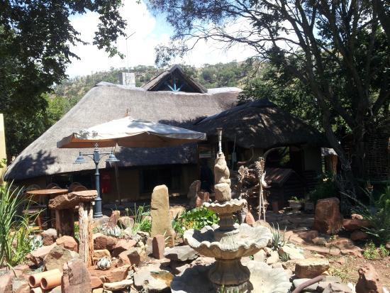 Hornbill Lodge: Outside the restaurant
