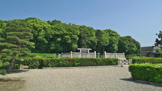 Odacha Usuyama Tomb