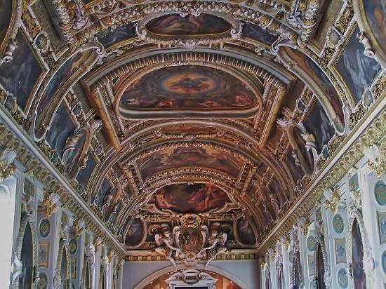 Plafond de la chapelle la trinit picture of chateau de for Plafond a la francaise