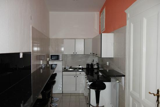 Katona Apartments: kitchenette