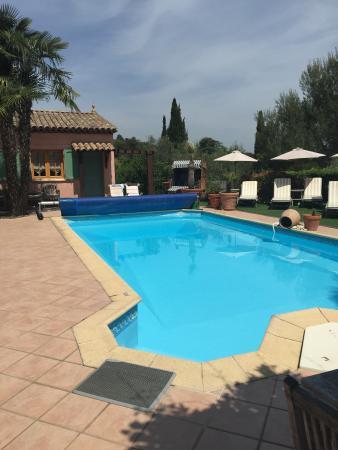 Le Mas des Cigales : Belle piscine