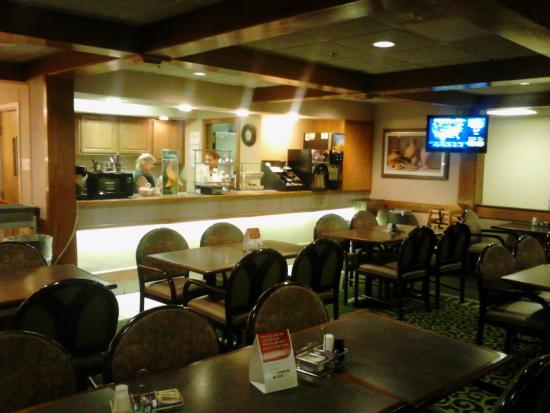Quality Inn & Suites : Breakfast Room and Prep Counter