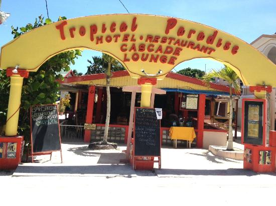 Tropical Paradise Restaurant: Entance to Paradise