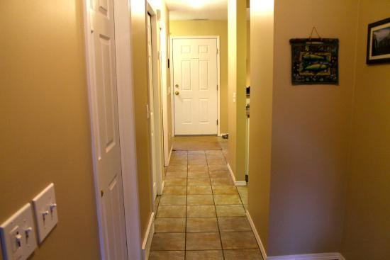 Canadian Rockies Chalets: Hallway