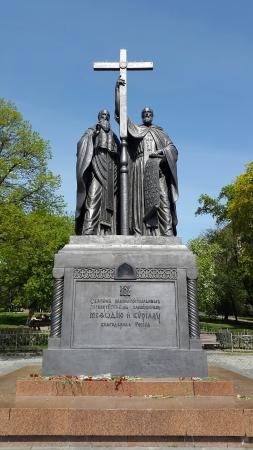 Памятник кириллу и мефодию в москве цена на памятники в омске