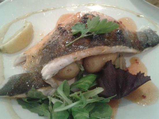 Eglwysbach, UK: Delicious seabass at The Bee Inn. Highly recommended