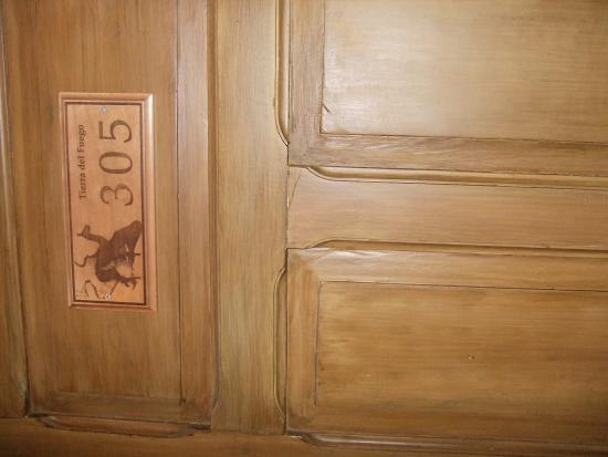 Hotel Plaza: ホテルの部屋のドア