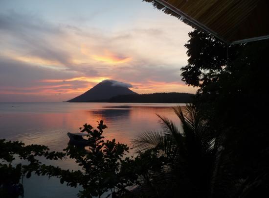 Bunaken Island Resort: couché de soleil de notre chambre