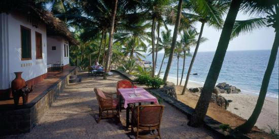 Karikkathi Beach House: Seafront Dining infront of Beach House lawn