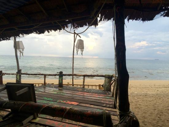 Lanta Darawadee Hotel: bar