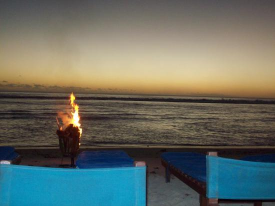Crusoes Restaurant and Bar : Sunset & fire at Crusoes