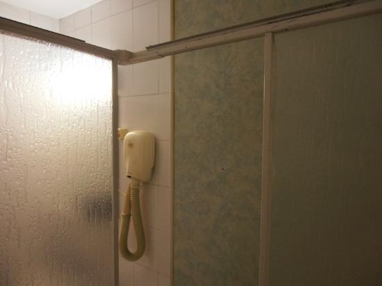 Hotel Gloria: missing cabin door