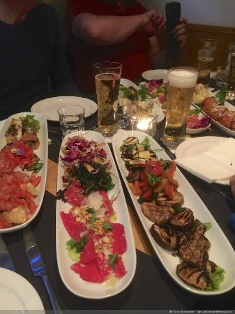Ristorante Pomorosso: Forret - vi fik 6 lange tallernener med små forretter