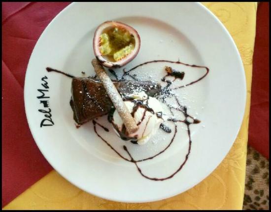 Ravintola Del Mar: Chocolade cake, delicoius!