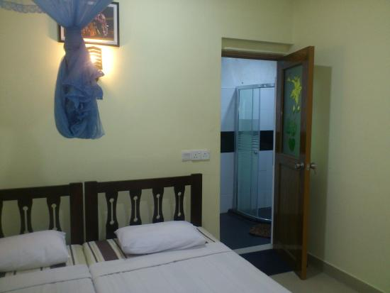 Green Woods Guest House: DOUBLE ROOM