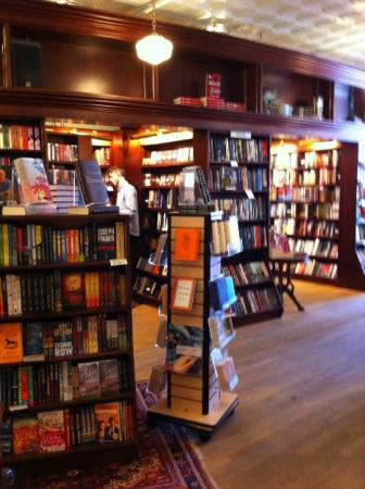 RJ Julia Booksellers: Books and more