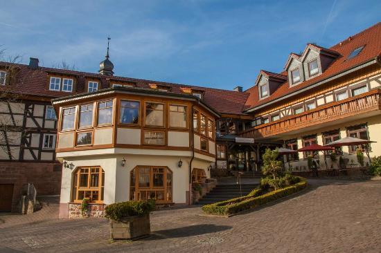 Jagdhof Klein-Heilig-Kreuz: Außenansicht des Hotels und Gasthofes
