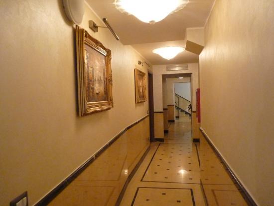 Domus Cavanis: коридор