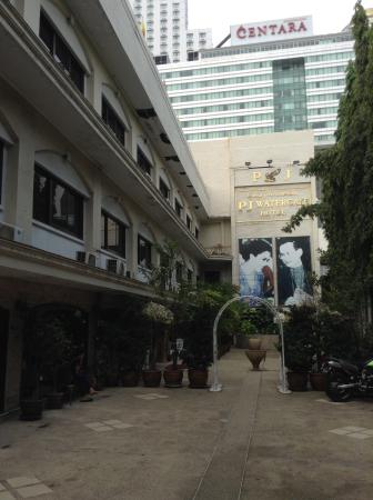 PJ Watergate Hotel: Entrance to Hotel Lobby