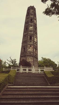 护珠塔 - 松江斜塔