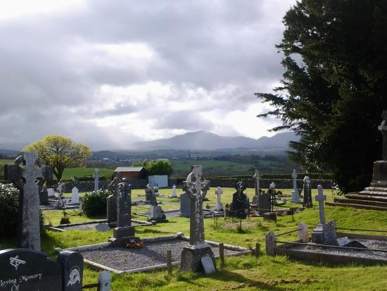 Aghadoe Church and Round Tower: well tended graveyard