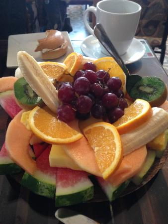 Casa Sucre Boutique Hotel: Their morning fruit plate