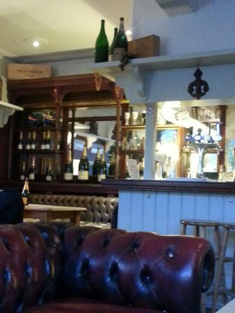 The French Hen: Bar area