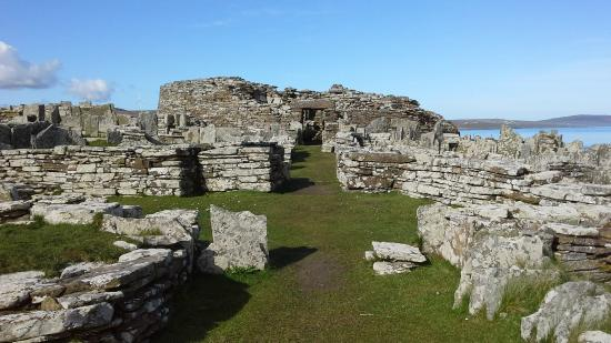 Broch of Gurness: Main entrance to the fortress of the Broch o'Gurness