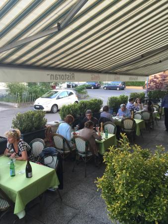 Ristorazione zur Harmonie : Una bella terrazza tranquilla e solare