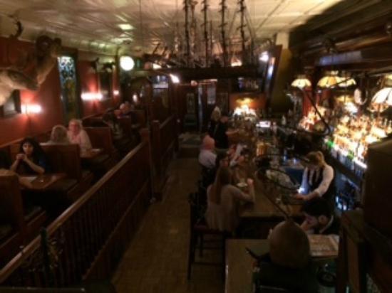 The Irish Lion Restaurant & Pub: View of the bar at the Irish Lion