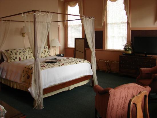 Chambery Inn: Room 201