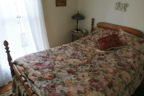 Prospect Place Bed and Breakfast: Madeline Room