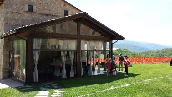 Agriturismo Serra Parenti: Tortellini gazebo esterno e panoramica esterna.
