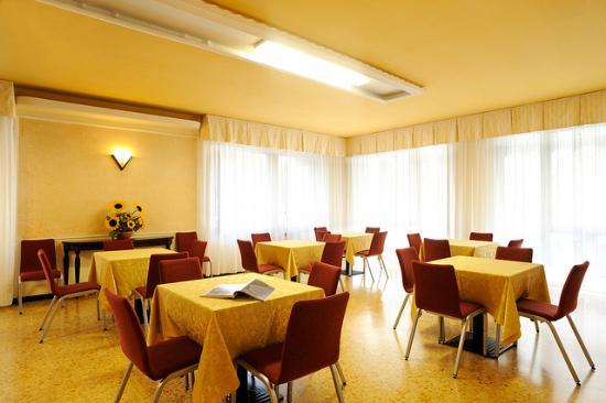 soggiorno 2 - Picture of Hotel Curtis Centrale, Alassio ...