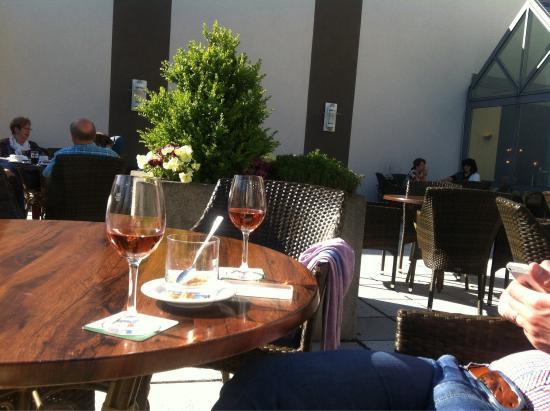 Posthotel Rotenburg: Teras , Rose wine 4,50