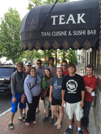 Teak Thai Cuisine and Sushi Bar: Everyone should share this amazing place with friends!!