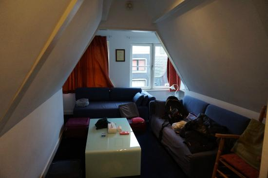 Maes B & B: living room in camera
