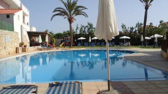 Hotel Adelais: pool area