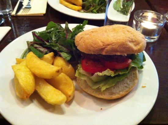 The Larder Restaurant & Brew House: Hamburger de viande d'agneau