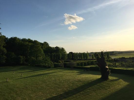 Château de Jallanges in Loire Valley : Vue de la chambre