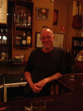 Bar Poe : Mr. Poe himself