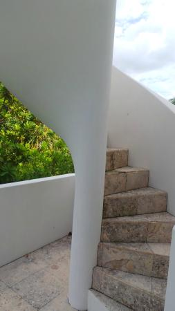 Azul Resort: Staircase to rooftop