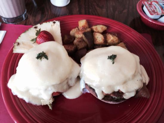 Nate's at Front Beach : California Benedict with Bacon. Yum!!!